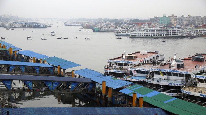 Le Bangladesh se prépare à l'arrivée du cyclone Bulbul, qui a déjà fait deux morts en Inde.