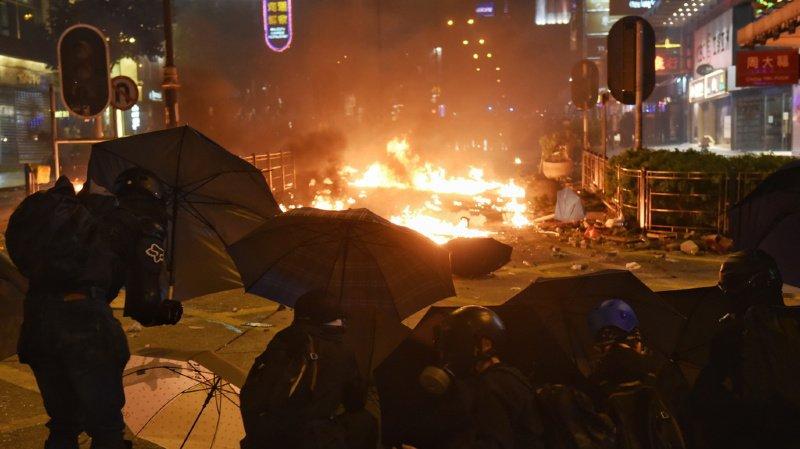 Hong Kong: fuite spectaculaire de manifestants assiégés par la police