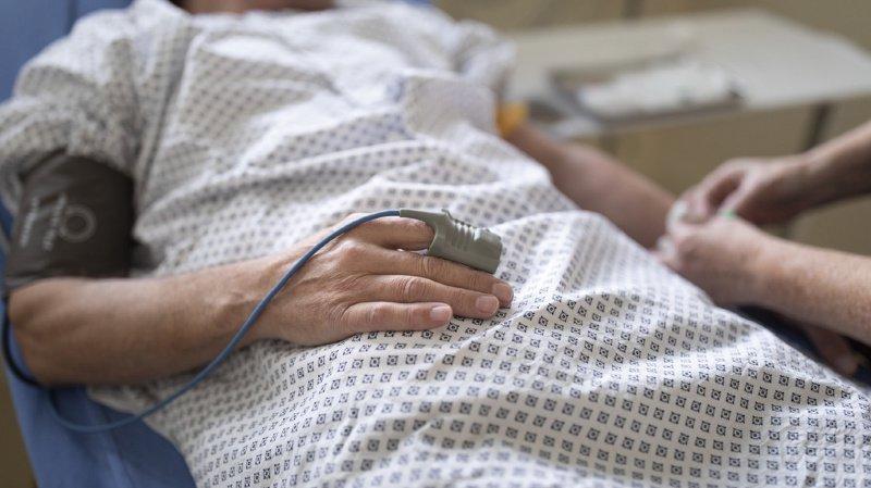 Un cas d'hospitalisation a coûté en moyenne quelque 13'000 francs. Un chiffre stable depuis 2015 (illustration).