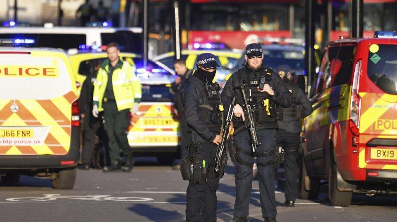 Londres: deux morts dans une attaque au couteau, le suspect tué