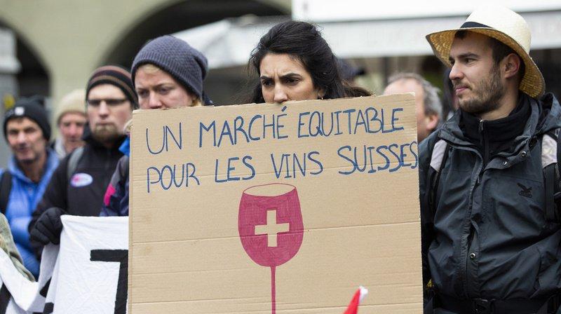 Les viticulteurs souffrent de la concurrence du prix des vins importés.