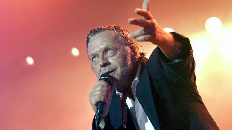 """Renaud sortira son nouvel album """"Les mômes et les enfants d'abord"""" le 29 novembre prochain."""