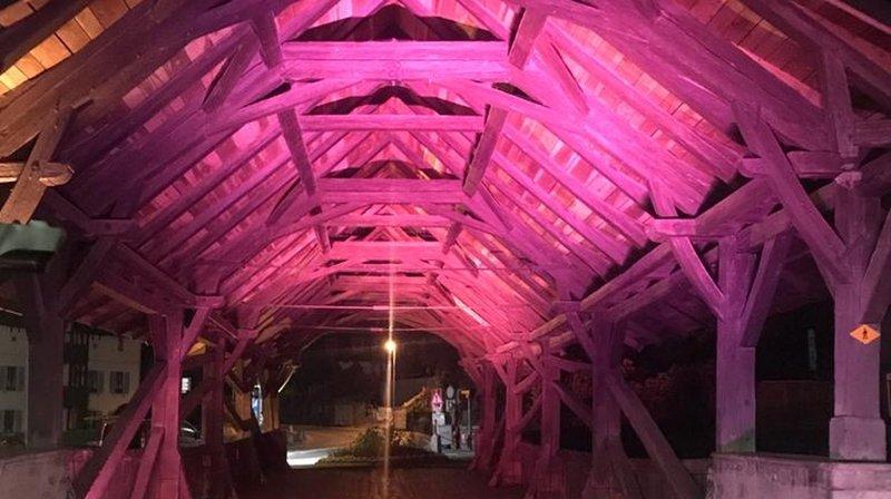 Les balades en lumières mettront en couleurs le patrimoine architectural des villes hôtes, comme le Vieux Pont à Monthey.