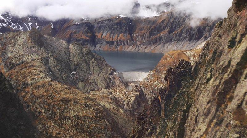 «Le Valais depuis les airs»: vol au-dessus du barrage d'Emosson et du Vieux Emosson