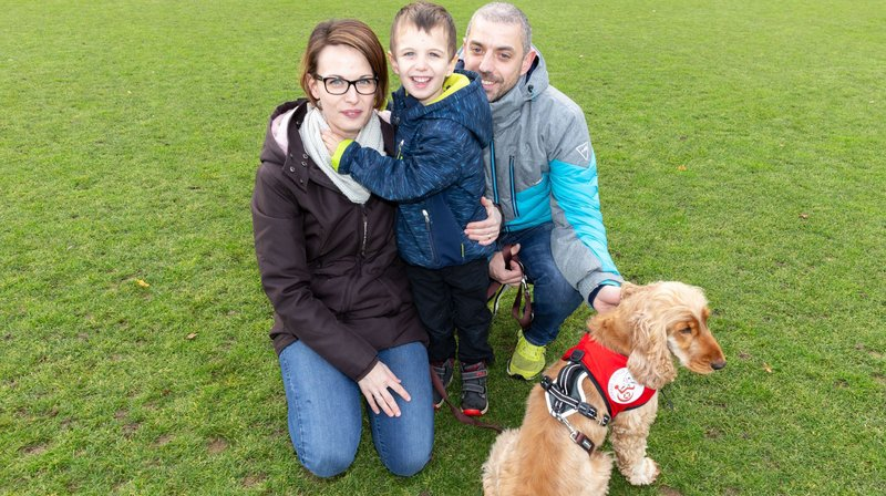 Un Valaisan, atteint d'autisme, reçoit un chien d'assistance: «Tout a changé pour notre fils grâce à O'Malley»
