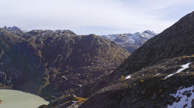 «Le Valais depuis les airs»: vol au-dessus des cols du Grimsel et du Nufenen