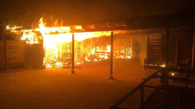 Schaffhouse: le feu détruit un bâtiment dans l'enceinte d'une école