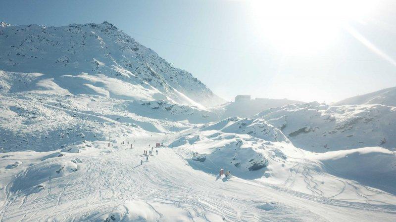 Verbier a déjà ouvert ses pistes le 9 novembre. Les autres stations des 4 Vallées suivent les 16-17 novembre.