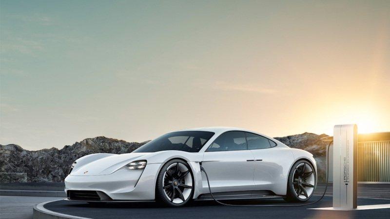 Porsche a dévoilé en septembre à Francfort sa nouvelle Taycan, première sportive 100% électrique de la marque.