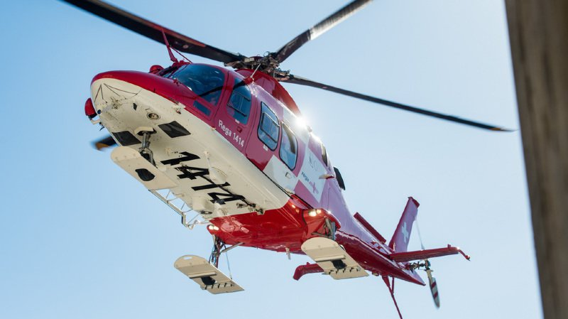 La Rega et une équipe de secours de montagne ont immédiatement été alertées mais les sauveteurs n'ont pu que constater le décès.