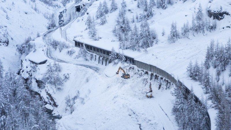 La route entre Täsch et Zermatt est régulièrement coupée en hiver.