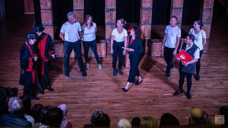 Les comédiens de la troupe Silex jouent en interaction avec le public.
