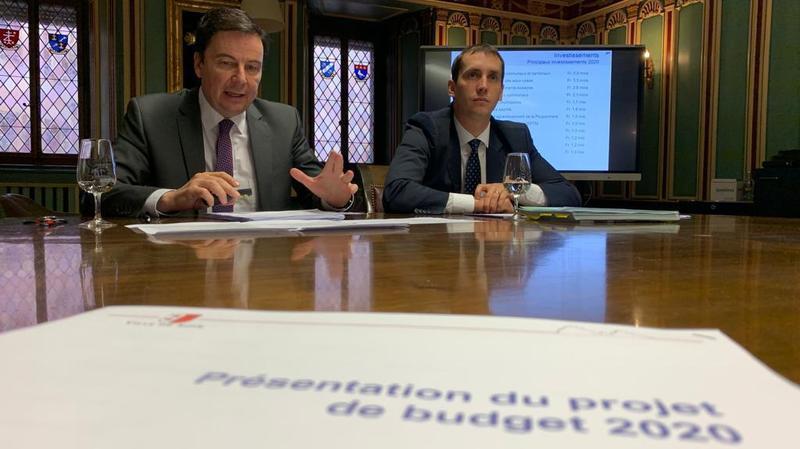 Le président Philippe Varone (à gauche) et Patrick Dondainaz, chef du Service des finances, ont présenté le budget 2020 à la presse ce jeudi.