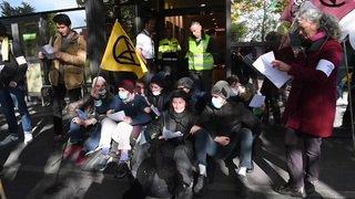 Extinction Rebellion bloque le terminal des jets privés de l'aéroport de Genève