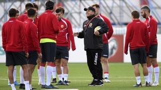 Football: des policiers se dressent face aux joueurs suisses