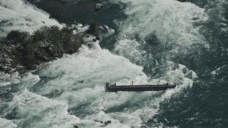Canada: un bateau coincé depuis un siècle aux chutes du Niagara déplacé par les intempéries