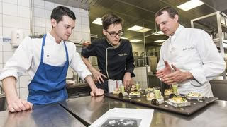 Valais: des expériences originales à vivre dans les cuisines de chefs étoilés