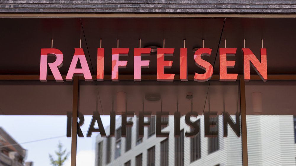 Accusé d'avoir détourné 500 000 francs entre 2005 et 2016, un ancien employé de la Banque Raiffeisen des communes du Haut-Plateau a été condamné à une peine de prison de 22 mois avec sursis.