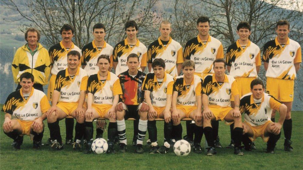 Les pionniers de la première équipe d'actifs de l'US Ayent-Arbaz lors de la saison 1997-1998.