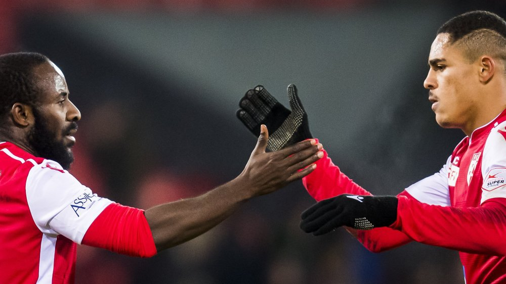 Seydou Doumbia se réjouit avec Cleilton Itaitinga après avoir marqué le deuxième but du FC Sion contre le FC Thoune.