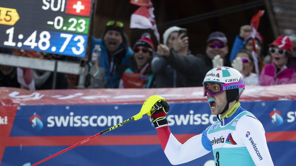Daniel Yule exulte dans l'aire d'arrivée du slalom spécial d'Adelboden dimanche.