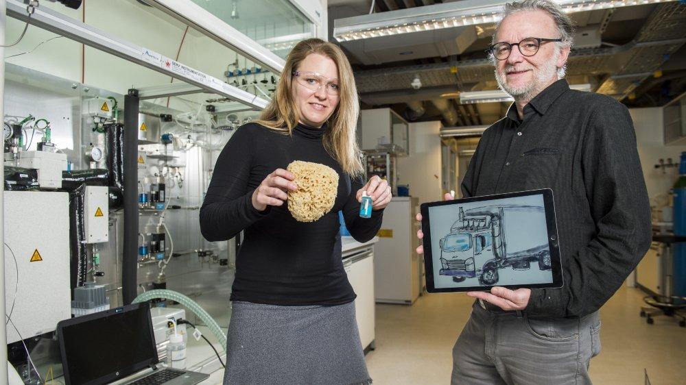 Wendy Lee Queen a développé un matériau fonctionnant comme des mini-éponges qui captent le CO2. Le professeur François Maréchal a breveté le système permettant à la technologie d'être efficiente sur des poids lourds. Ainsi, 90% des émissions de CO2 seront réduites et réutilisées comme carburant.
