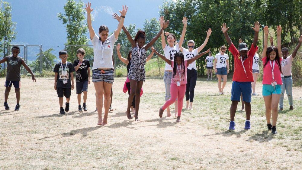 La Croix-Rouge avait pris l'habitude d'organiser des camps pour jeunes réfugiés comme celui de Fiesch animé par Dominique Gisin.