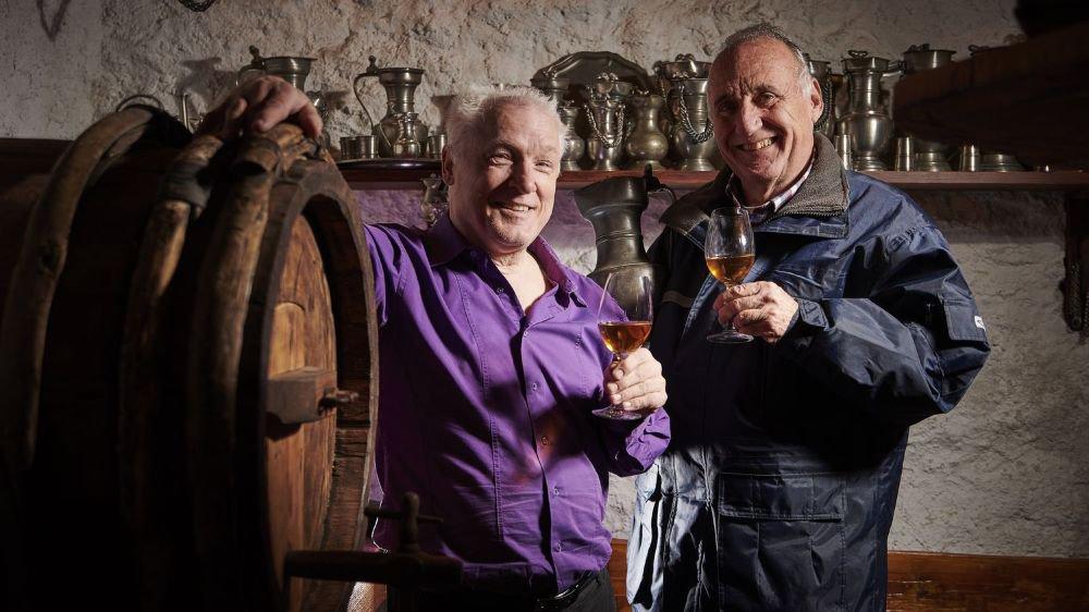 Dominique Fornage est guidé dans sa quête par Alain Zuber, qui, dans la cave familiale de Mission, possède un tonneau de glacier à damner un saint!