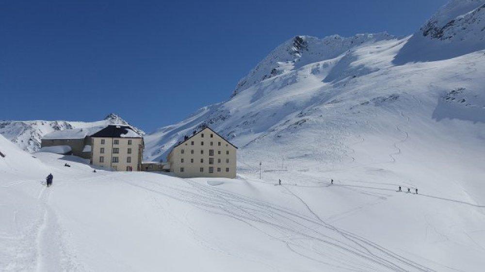 Grâce à l'application, le randonneur aura accès aux détails de 40 itinéraires de ski-alpinisme entre le Valais et le val d'Aoste.