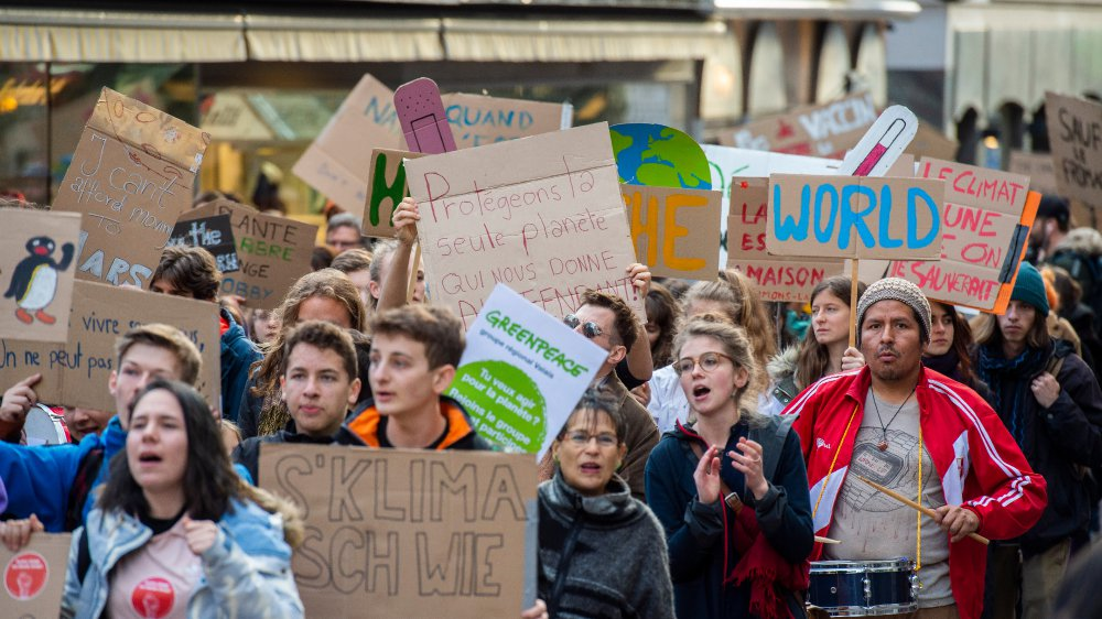 En mars 2019, 1200 personnes défilent dans les rues valaisannes. Ils étaient 13 000 à Lausanne et 12 000 à Zurich.