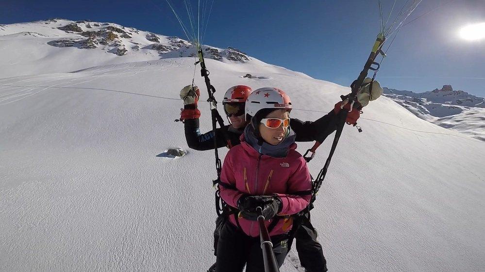 Le vol à skis est un sport à part entière, il se fait en parapente avec décollage en glissant.