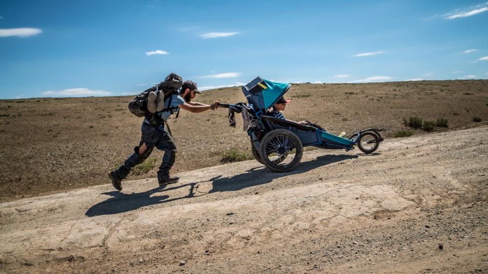 Pendant 55 jours, Yoan Willert et Raf Cramatte ont sillonné la Mongolie sur plus de 1000 kilomètres.
