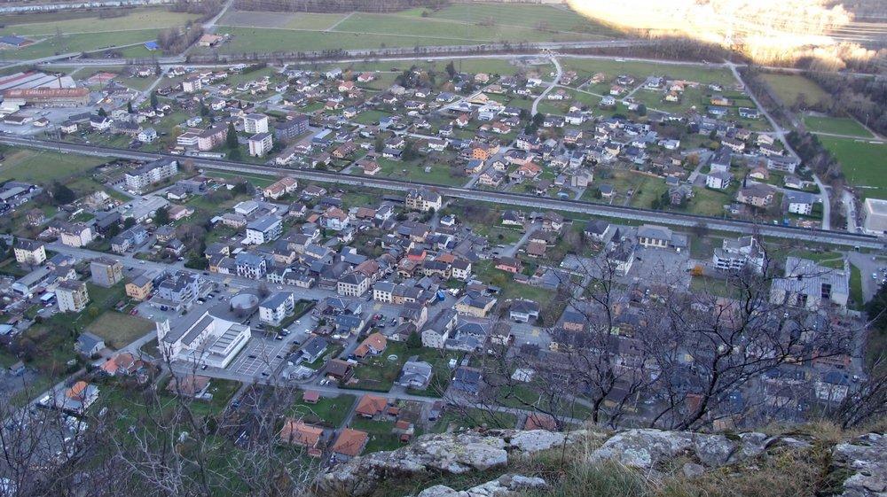 Les habitants de Vernayaz sont très attachés à leur commune mais l'idée d'une fusion en direction de Martigny séduit largement la population.