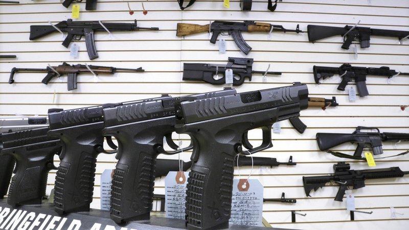 Aux Etats-Unis, une arme s'est retrouvée dans un carton qui devait initialement contenir un transat pour enfant.