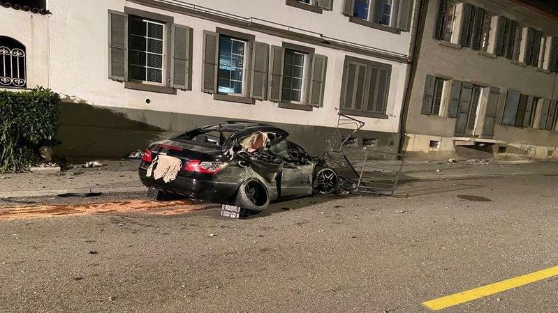 Argovie: un chauffard percute le mur d'une maison à plus de 100 km/h