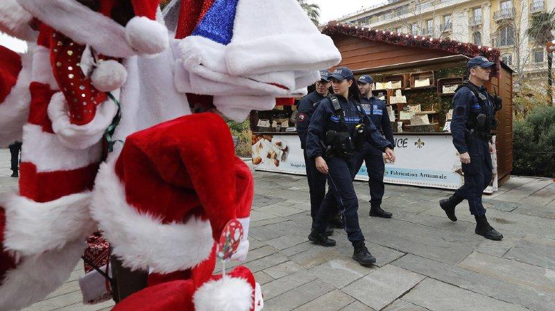 France: le marché de Noël de Nice évacué, un homme menaçant en garde à vue