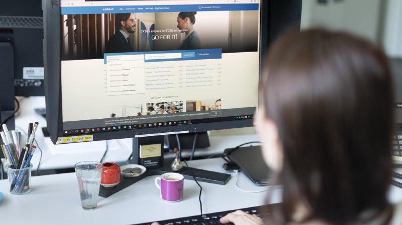 En Suisse, 87% des personnes actives utilisent un ordinateur ou un équipement informatisé au travail en 2019. (illustration)