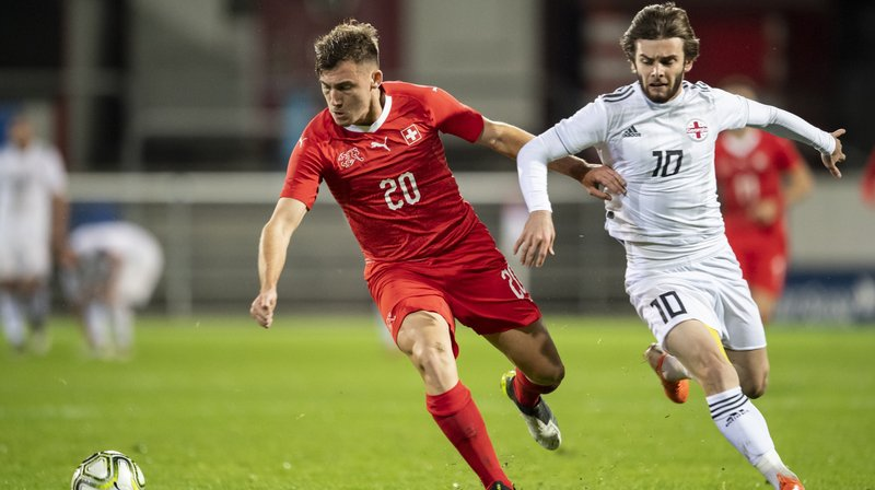 Filip Stojilkovic porte le maillot de l'équipe de Suisse des moins de 21 ans lors du match de qualification pour l'Euro M21 face à la Géorgie.