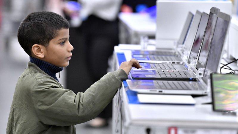 Dans cette étude, les enfants passaient en moyenne une heure et quart par jour devant un écran. (illustration)