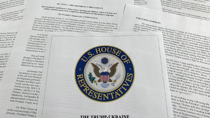 """Le rapport officiel de la commission parlementaire qui a supervisé les investigations fait état de """"preuves accablantes"""" contre Donald Trump."""