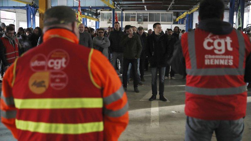 Les grévistes, et notamment les transporteurs de la CGT, ont réitéré le mouvement lundi, immobilisant la France.