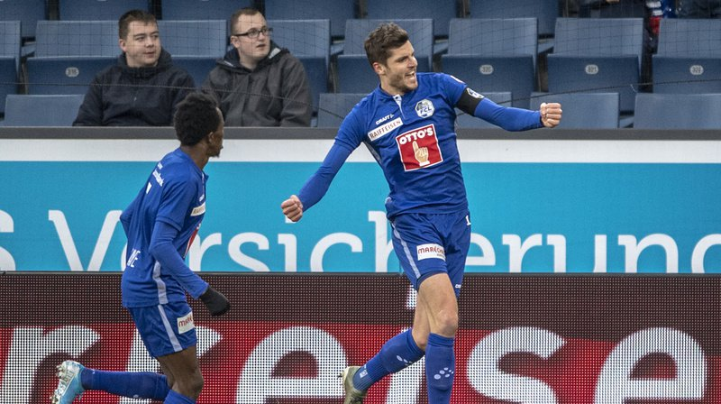 Le Lucernois Pascal Schürpf a inscrit les deux buts contre Bâle.