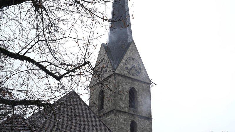 Berne: le clocher d'une église réformée a pris feu, la pointe s'est effondrée