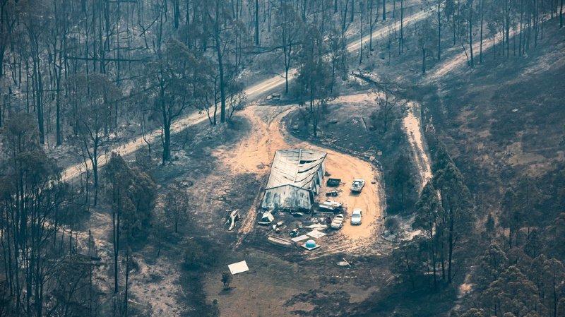 Incendies en Australie: l'armée évacue une ville et largue des vivres