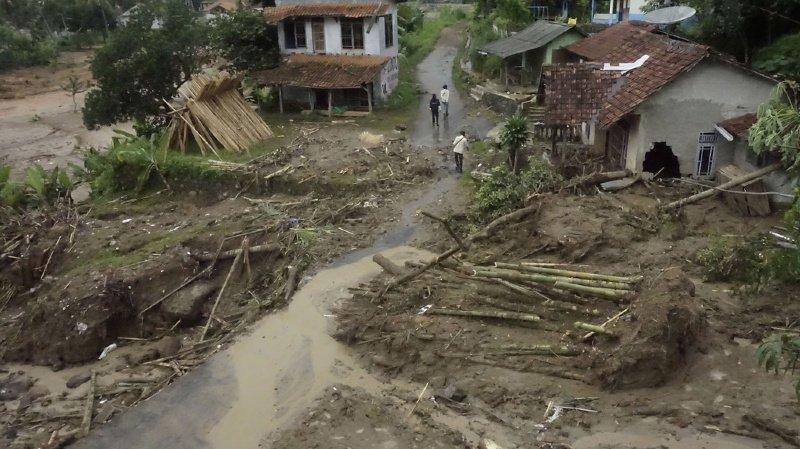 Inondations en Indonésie: au moins 60 morts et de nombreux blessés