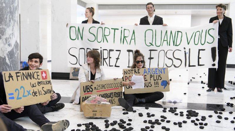 Les activistes ont occupé ce mardi une succursale d'UBS de Lausanne.