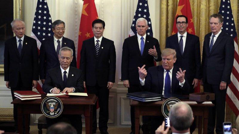 Guerre commerciale: les Etats-Unis et la Chine signent un accord historique