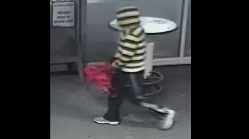 La police cantonale a diffusé une photo tirée de la vidéo-surveillance du braqueur de la station-service sédunoise.