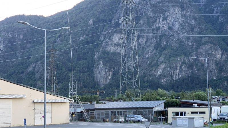 Le gabarit indique l'endroit où était prévue initialement l'antenne.