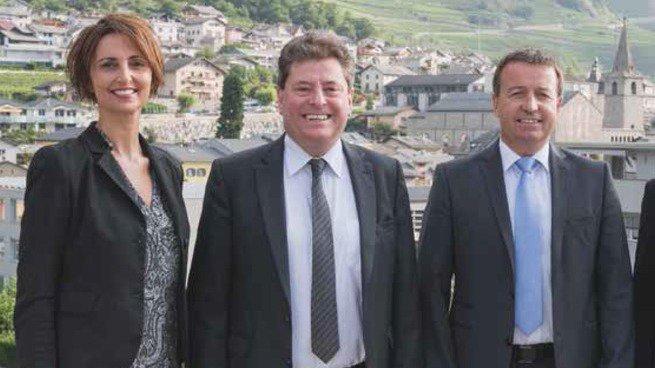 Edouard Fellay entouré de Caroline Ançay-Roduit et d'Emmanuel Carron. L'un d'entre eux pourrait lui succéder à la présidence cet automne.